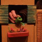 Teatre d'objectes Home dibuixat